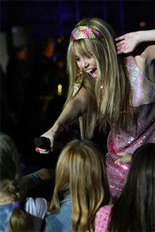 Hannah Montana & Miley Cyrus: Best of Both Worlds Concert Tour in Disney Digital  3-D Photo 3