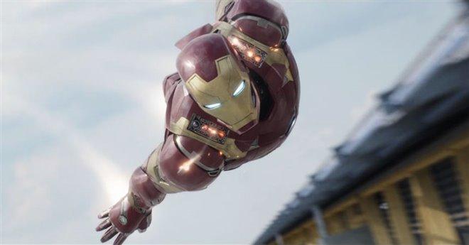 Captain America: Civil War Photo 11 - Large
