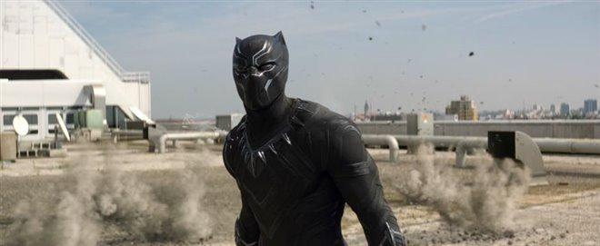 Captain America: Civil War Photo 13 - Large